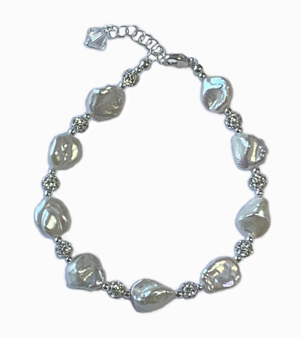 1902 Glittering Pearl Bracelet